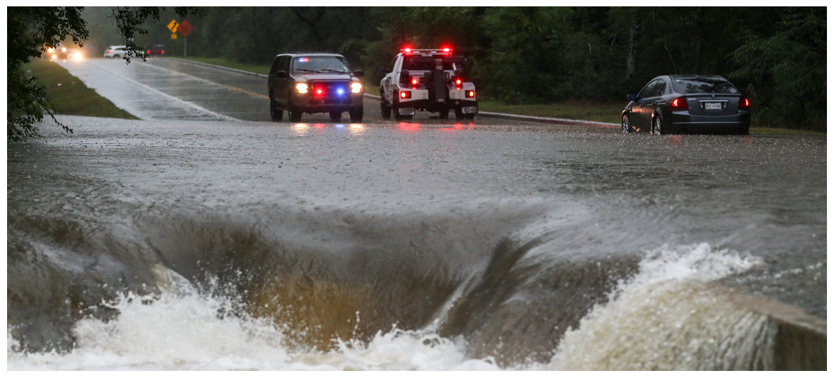 20 Mind-Boggling Photographs of the Catastrophic Floods in Texas