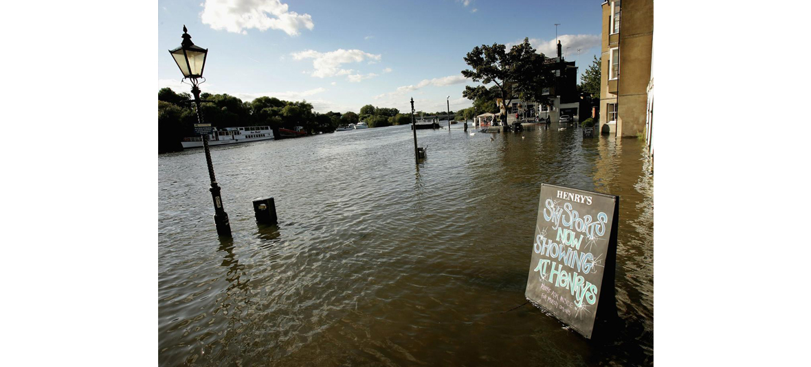 14 Mind Blowing Photographs of London Under Water